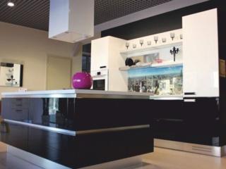 Кухонная островная вытяжка Faber Cubia IS. Gloss Plus EV8 WH A45 – обзор модели